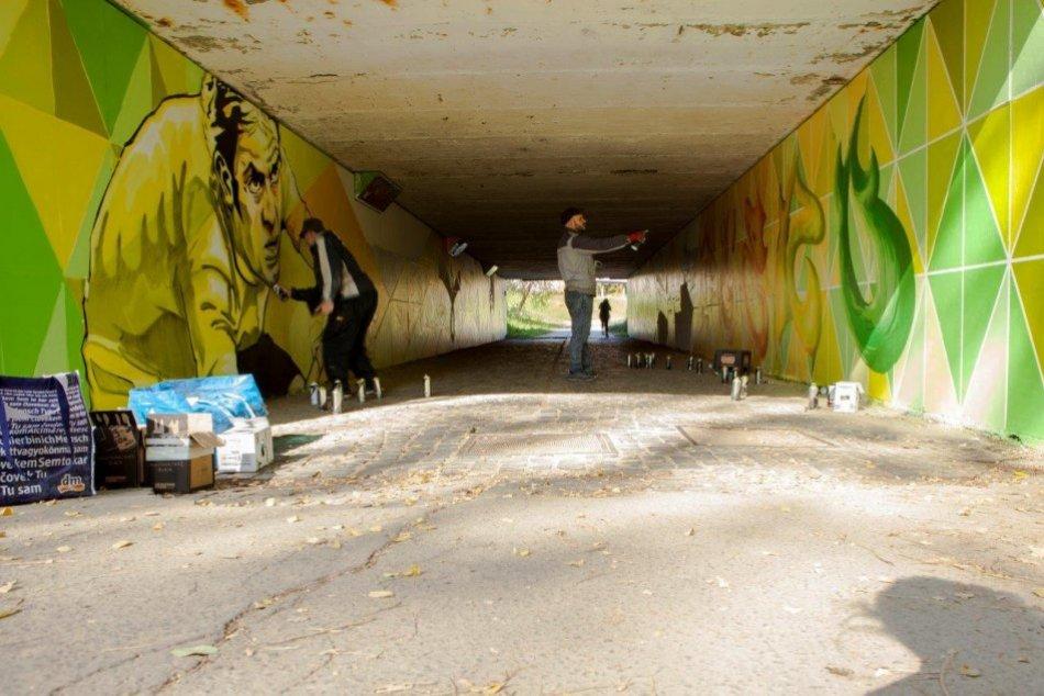 Ilustračný obrázok k článku V bystrickom podchode sa činili pouliční umelci: Zmenil sa na nepoznanie, FOTO
