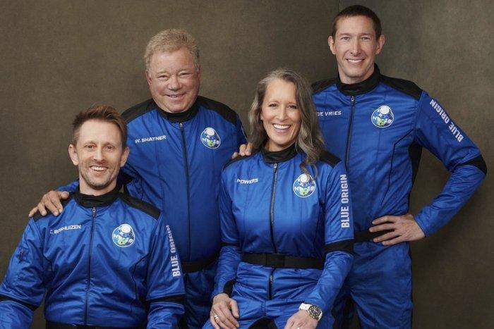 Ilustračný obrázok k článku Let Blue Origin bol úspešný: Hranicu vesmíru prekonal aj 90-ročný kapitán Kirk