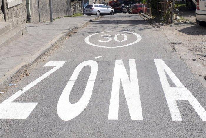 Ilustračný obrázok k článku V Trenčín pribudnú ZÓNY 30: PREHĽAD 23 ulíc, kde sa obmedzí rýchlosť na minimum