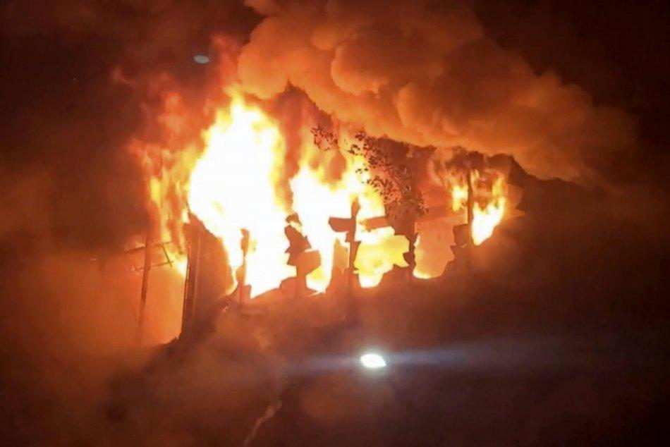 Imagen ilustrativa para el artículo EXPLOSIÓN masiva en una casa en ruinas: ¡Un incendio devastador se cobró decenas de víctimas!