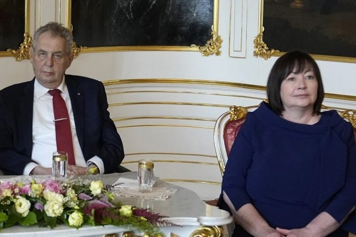 Ilustračný obrázok k článku Zeman je vraj dezorientovaný a komunikuje s ťažkosťami: Čo pred médiami povedala jeho manželka?